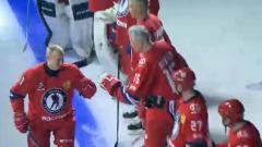 Улыбающийся Путин вышел на лед в матче Ночной хоккейной лиги