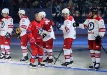 Президент России Владимир Путин в составе «Легенд хоккея» забросил 8 шайб в ворота «Сборной НХЛ» в гала-матче в Сочи