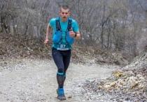 """Как пробежать сто километров за день? Где найти мотивацию и как бегать правильно? На эти вопросы, едва за спиной осталась дистанция в 130 километров, нам ответил матерый бегун-тренер, основатель школы бега """"Tver Run Lab"""" Дмитрий Петровский"""