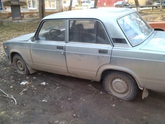 В Москве появились «мстители», спускающие колеса давно стоящих автомобилей