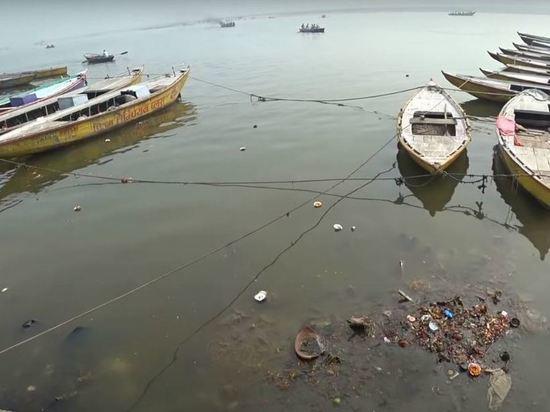 В реке Ганг в Индии обнаружили тела умерших от COVID-19