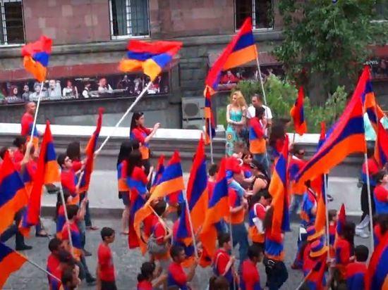 В Армении назначили досрочные парламентские выборы