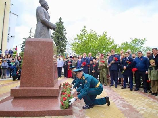 В Марьиной Роще под Геленджиком установили памятник Константину Леселидзе
