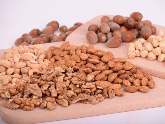 Какие орехи самые полезные для здоровья человека? Многие знают, что орехи по питательной ценности ничем не уступают мясу, а по содержанию полезных веществ превосходят фрукты и овощи
