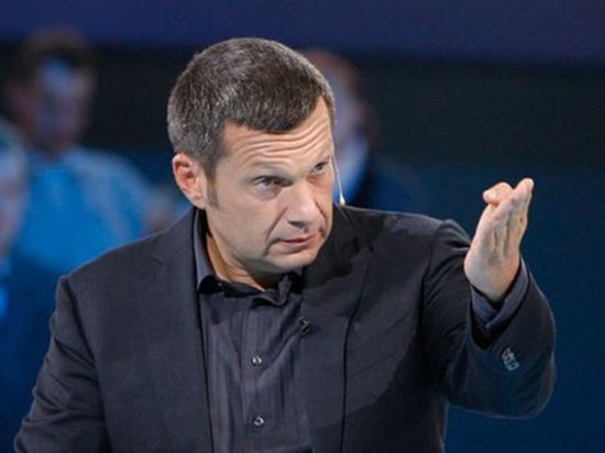 Телеведущий обвинил писателя в унижении россиян