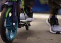 В Колпашеве Томской области 16-летний подросток на электросамокате сбил 5-летнего малыша, за что был привлечен к административной ответственности, сообщает пресс-служба УМВД по Томской области