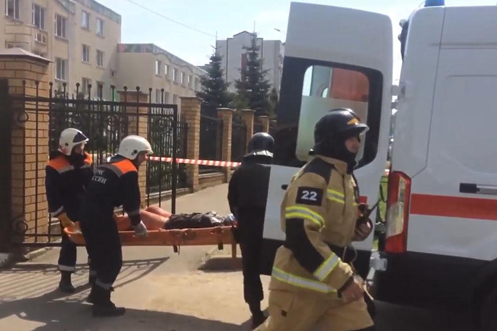 Нападение на школу в Казани: кадры с места трагедии