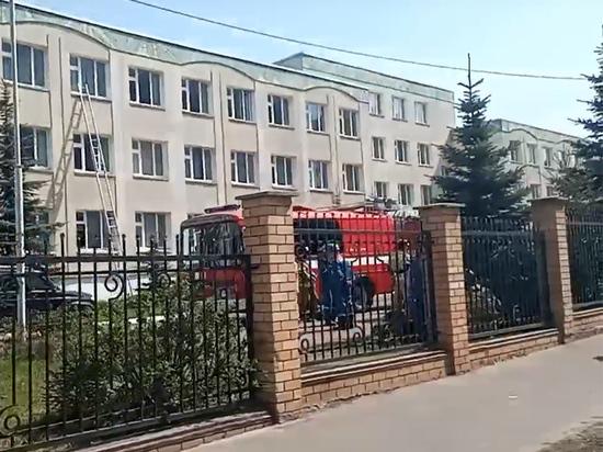 Двое подростков открыли стрельбу в здании гимназии в Казани
