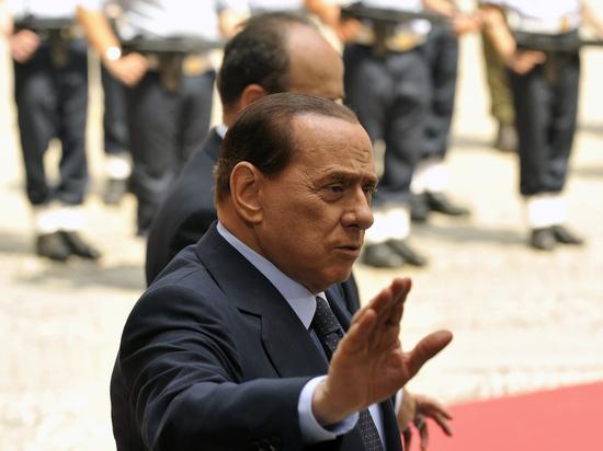 Экс-премьера Италии Берлускони снова госпитализировали