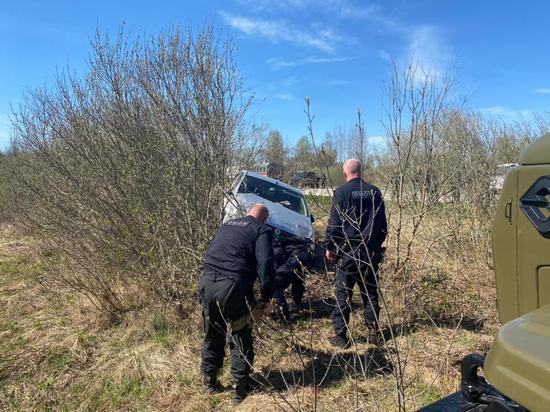 Псковские росгвардейцы помогли попавшему в аварию водителю
