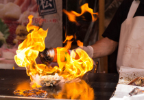Все произошло, когда участники готовили креветки «фламбе»