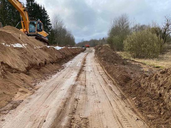 В Куньинском районе продолжается капитальный ремонт дороги