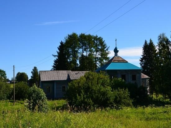 В Няндомском районе произошёл пожар в старинной церкви