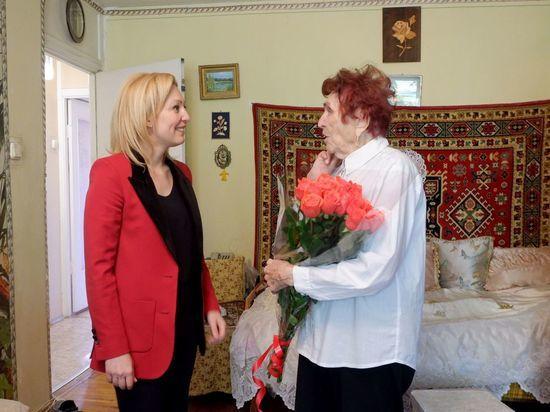 Зампредседатель Госдумы посетила разведчицу-ветерана