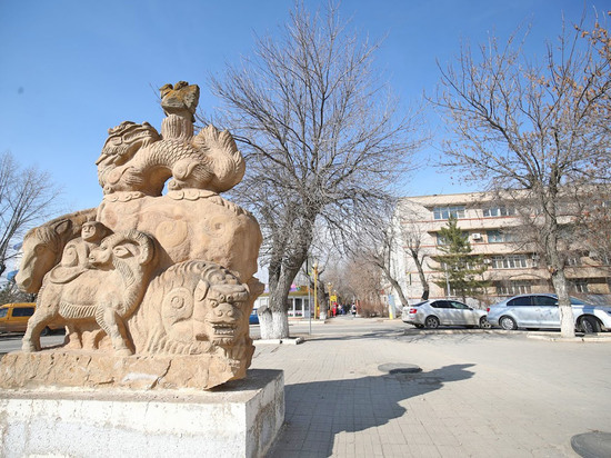 Глава Калмыкии вновь плетется в хвосте рейтинга влияния губернаторов