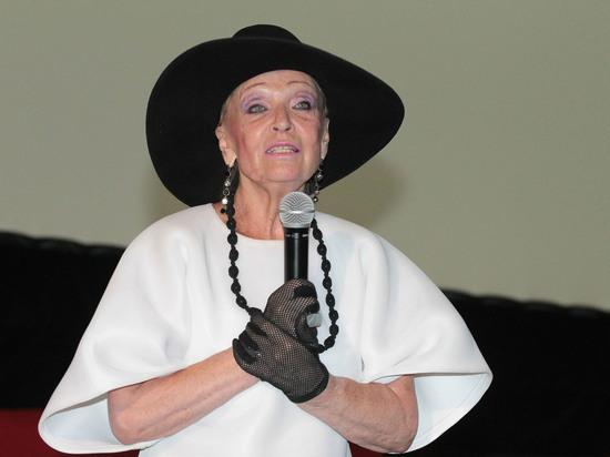 Заслуженная артистка Светлана Светличная накануне своего 81-го дня рождения призналась в депрессивных настроениях