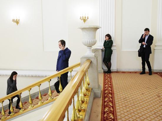 Эксперты посоветовали повысить зарплаты российским чиновникам
