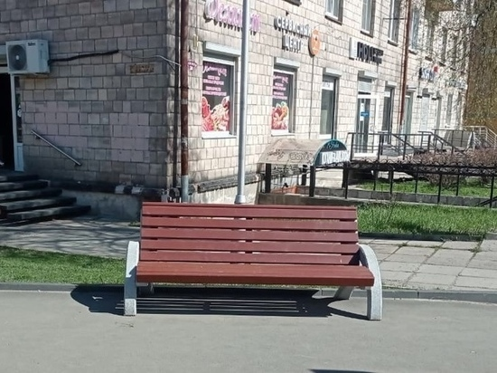 На Студенческий бульвар Петрозаводска вернули скамейки и урны