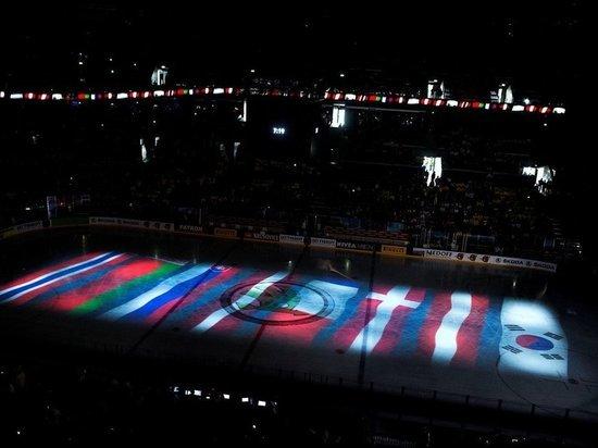 Чемпионат мира по хоккею в 2021 году состоится, несмотря на все трудности, которые сопровождали организацию этого турнира на протяжении года. Изначально соревнования должны были принять у себя Латвия и Беларусь, но из-за нестабильной политической ситуации в Минске Международная федерация хоккея (IIHF) решила оставить Ригу единоличным хозяином. Но и у латвийских организаторов возникли трудности — о них в материале «МК-Спорт».