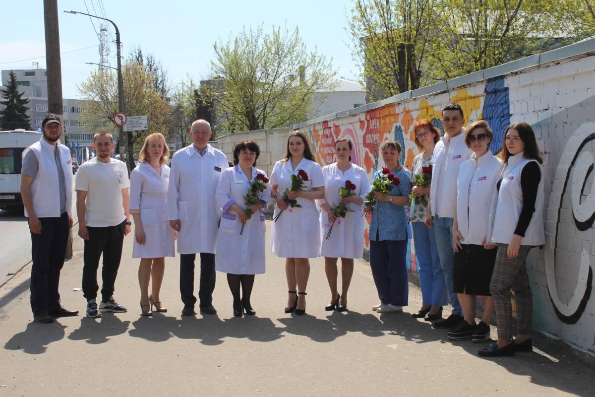«Спасибо врачам»: гигантское граффити благодарности появилось в Костроме