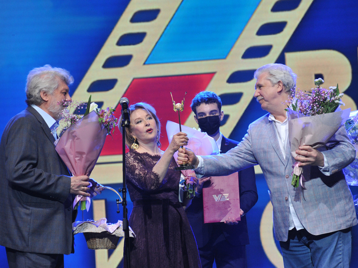 Боярский, Никоненко и Удовиченко спасаются от современного кино