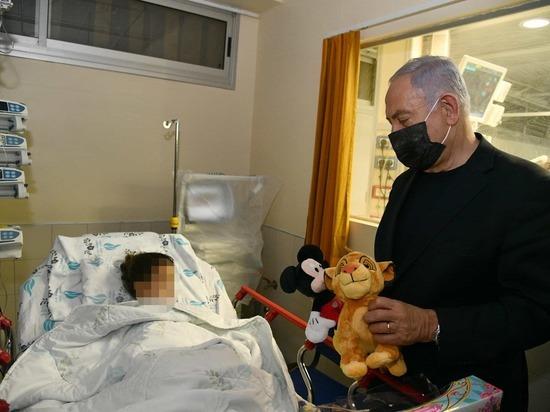 Премьер-министр Биньямин Нетаниягу посетил раненых в больнице