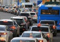 Сегодня утром, 13 мая, на улице Мокрушина и Коларовском тракте водители встали в пробку, которая образовалась из-за ремонтных работ РЖД на участке переезда
