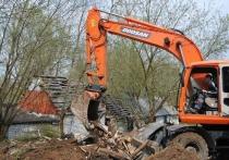 В Серпухове начали сносить бесхозные постройки