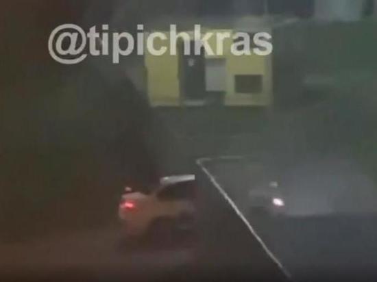 В Краснодаре машина такси протаранила ворота одной из школ