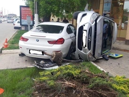 В Славянске-на-Кубани столкнулись две иномарки, один человек пострадал