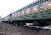 Дежурный по железнодорожному переезду почувствовал себя гаишником и решил сам пропускать транспорт через пути, несмотря на запрещающий сигнал светофора