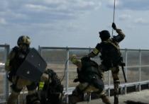 В Кемерове спецназ с вертолета штурмовал многоэтажное здание
