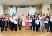 Премии от губернатора вручили победителям окружного конкурса «Семья Ямала — 2021»