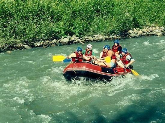 В Адлере в процессе сплава по горной реке погибла туристка из Китая