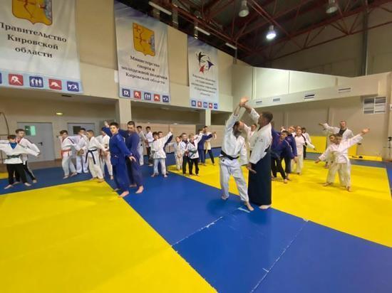 Известные мастера единоборств дали мастер-класс юным кировским спортсменам