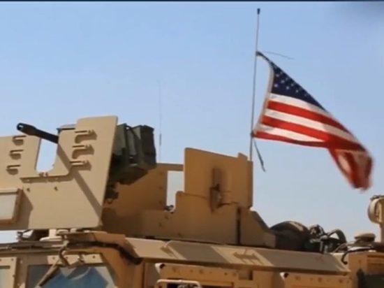 Российские военные в Сирии развернули колонну американской бронетехники