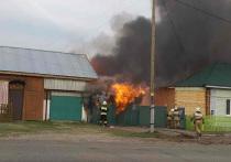 В Томской области в селе Кожевниково в четверг, 13 мая, произошло возгорание двухквартирного жилого дома с надворными постройками