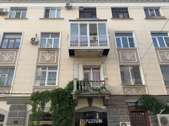 Мэрия Краснодара подала в суд на владельца квартиры, застеклившего исторический балкон