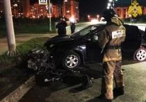 В Калуге пассажирка врезавшейся в светофор машины попала в больницу