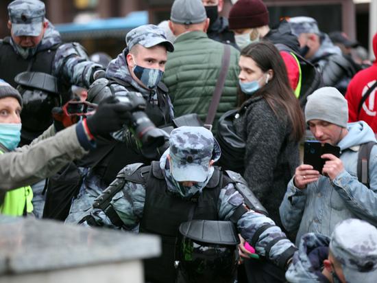 На Урале сына фронтовика задержали из-за плаката на 9 мая