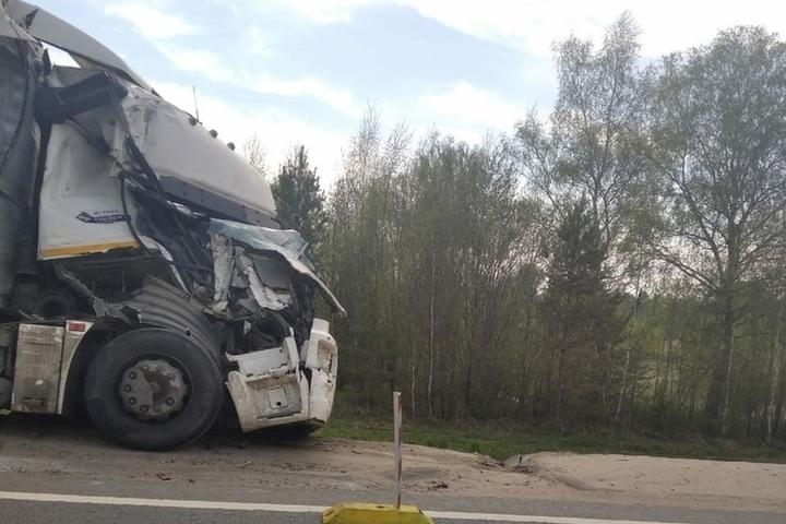 Костромские ДТП: два КАМАЗа не смогли разъехаться при въезде на мост у поселка Островский