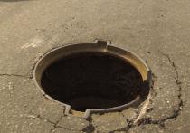 Пожилой мужчина свалился в открытый рабочими канализационный люк и умер 13 мая в московском районе Нагатино-Садовники