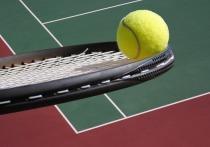 На заслуженного тренера России по теннису, готовившую в свое время Анну Курникову и других мастеров международного класса, пожаловалась в полицию 18-летняя воспитанница, занимающаяся в спортивном комплексе «Локомотив»