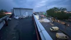 В Вологде ураганом снесло установленный на крыше офисного здания сарай