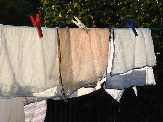 Врач рассказал, как часто нужно стирать простыни