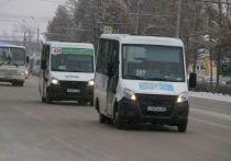 С сегодня, 15 мая, в Омске на частных маршрутах с нерегулируемым тарифом сравнялась плата по картам и наличными до 30 рублей за поездку