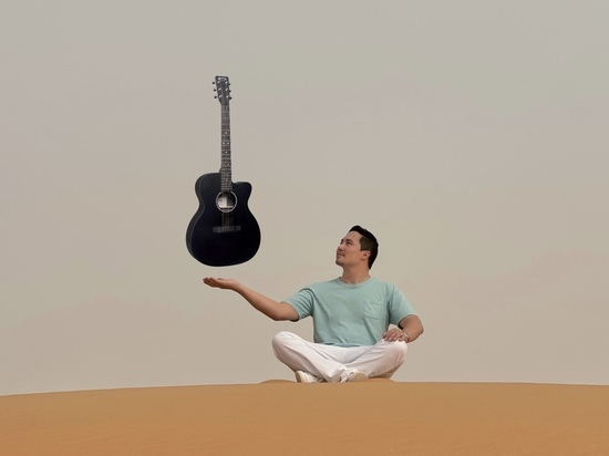 19 мая в уфимском MusicHall27 впервые состоится сольный концерт музыканта, автора, исполнителя Джеймса Атласа из Сан-Франциско