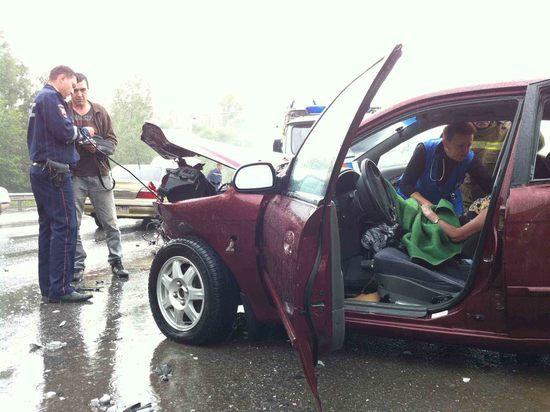 Женщина и двое детей пострадали в ДТП с иномаркой и грузовиком в Башкирии