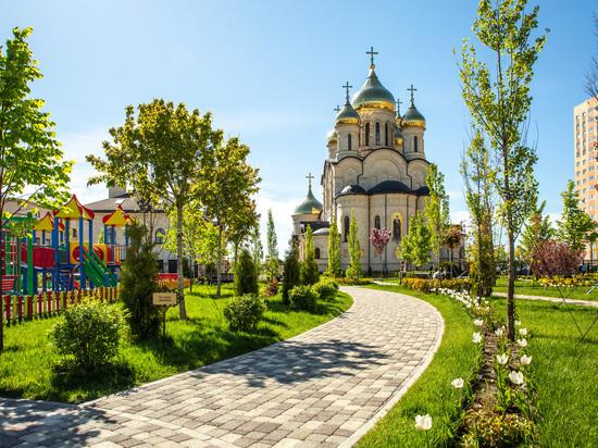 В Ставрополе высадили тысячи деревьев и десятки тысяч цветов