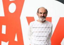 В интервью, которые часто берут у Эрика Булатова, чьи картины на аукционах покупают за миллионы долларов, он не рассказывает, почему русский папа и еврейка мама дали ему имя, популярное у татар и шведов